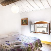 Room 6C is a single en suite. It has a double bed, private bathroom and it has a view onto the Piazetta as well.